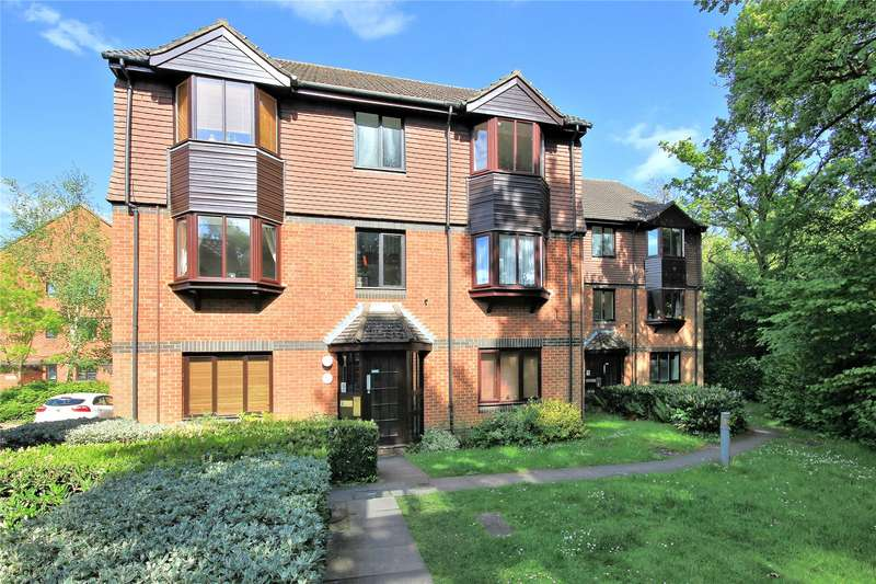 2 Bedrooms Apartment Flat for sale in Foxhills, Woking, Surrey, GU21