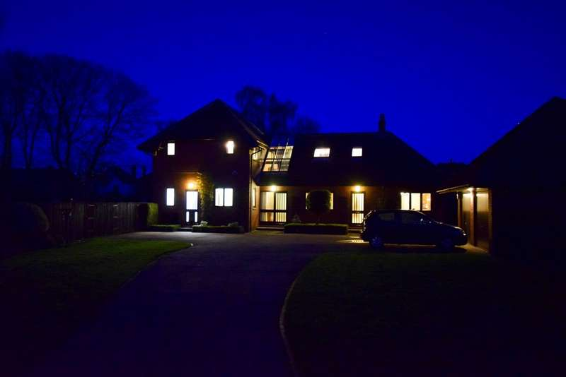 5 Bedrooms Detached House for sale in Orchard House, Ivanhoe Close, Sprotbrough DN5