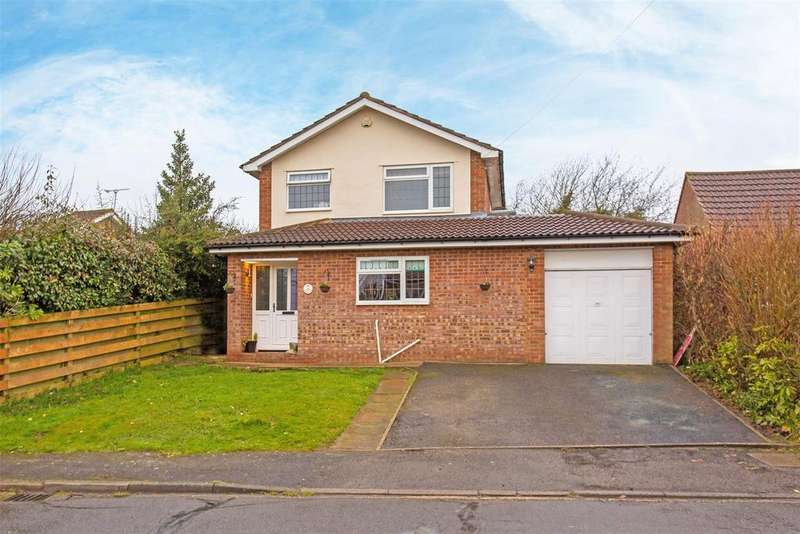 4 Bedrooms Detached House for sale in Cherry Way, Hazlemere