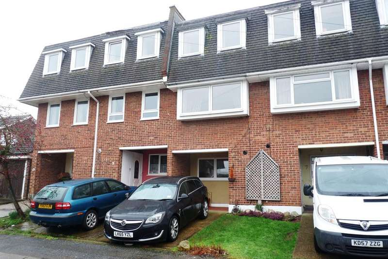 3 Bedrooms Town House for rent in Silver Way, Wickford, Essex