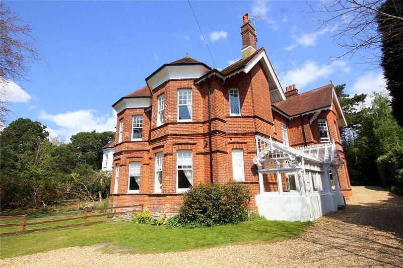 2 Bedrooms Flat for sale in West Overcliff Drive, West Overcliff, Bournemouth, Dorset, BH4