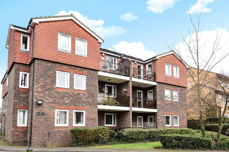 2 Bedrooms Flat for sale in Copers Cope Road, Beckenham
