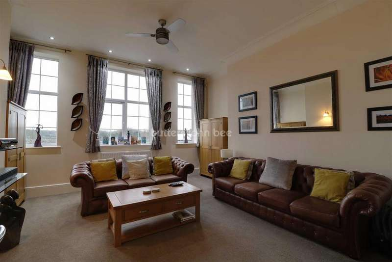 3 Bedrooms Flat for sale in Hartsbridge Road, Oakengates, Telford
