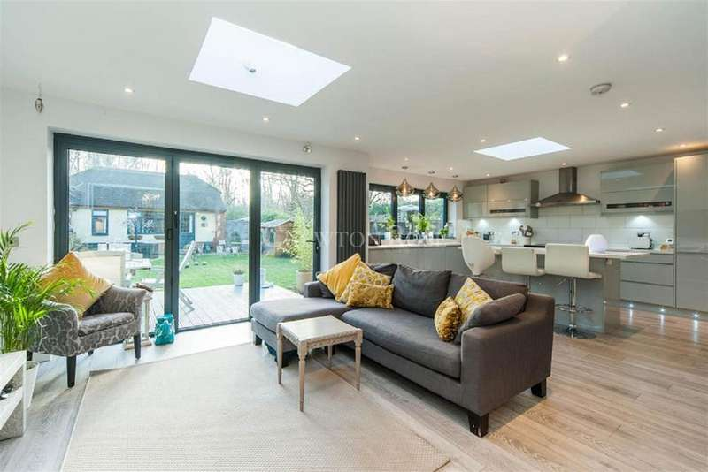 5 Bedrooms Semi Detached House for sale in Forest Road, Warfield