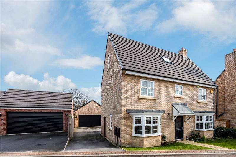 4 Bedrooms Detached House for sale in Scholars Chase, Wakefield, West Yorkshire