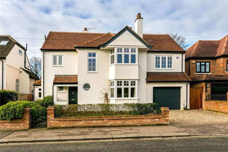5 Bedrooms Detached House for sale in Shepherds Road, Watford, Hertfordshire, WD18