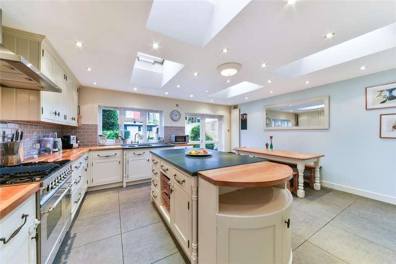 4 Bedrooms Terraced House for rent in Moring Road, London, SW17