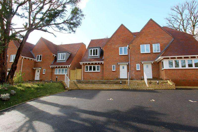 3 Bedrooms Semi Detached House for sale in deClare Court, Outwood Lane, Bletchingley