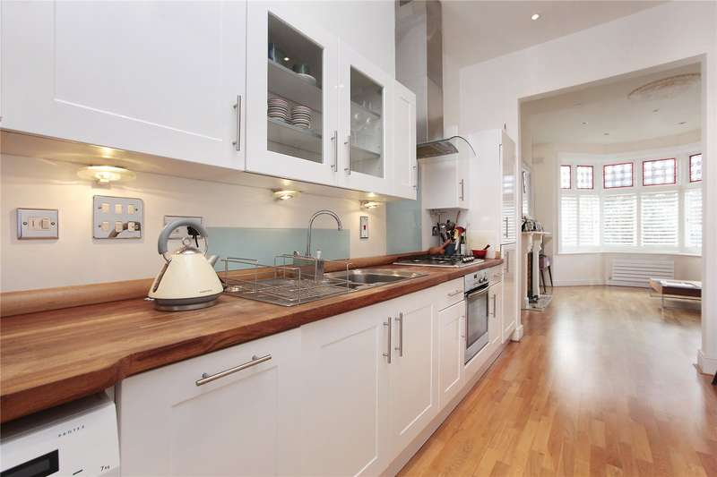 2 Bedrooms Flat for sale in Salford Road, Ground Floor Flat, Streatham Hill, London, SW2