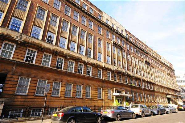4 Bedrooms Flat for sale in LANCHESTER COURT, MARBLE ARCH, W2