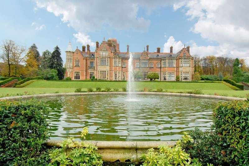 4 Bedrooms Flat for sale in Wyfold Court, Henley on Thames, RG9