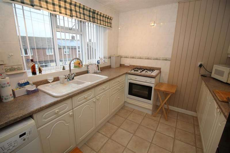 2 Bedrooms Flat for sale in Tiverton Avenue, North Shields
