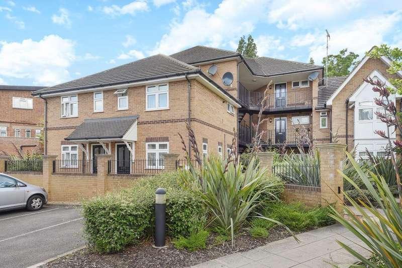 2 Bedrooms Flat for sale in Gate Lodge, Harrow Weald, HA3