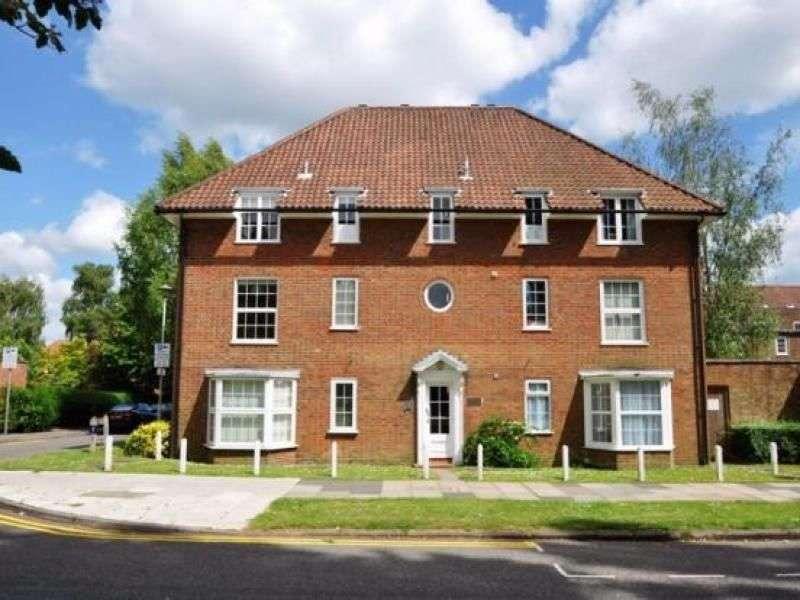 Flat for rent in The Cloisters, Welwyn Garden City, AL8