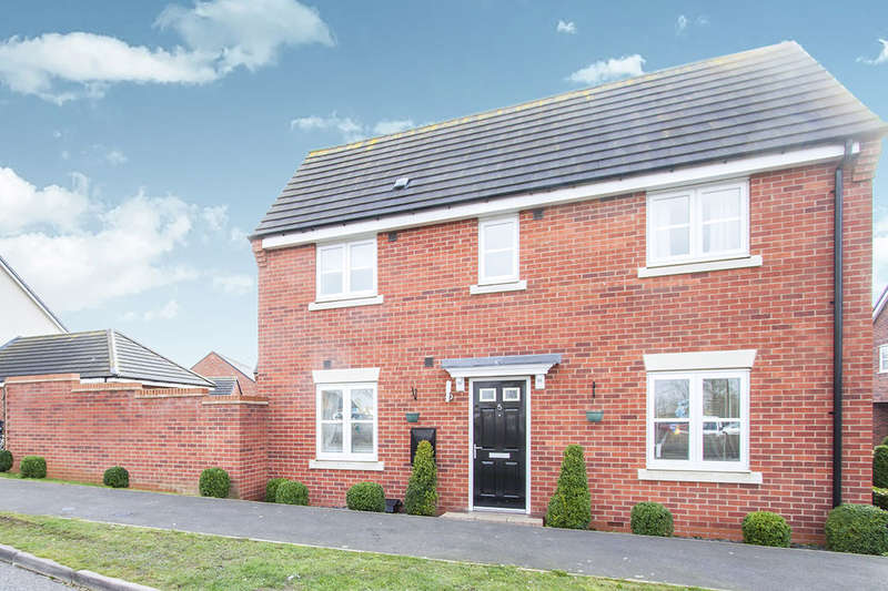 3 Bedrooms Semi Detached House for sale in Sword Drive, Hinckley, LE10