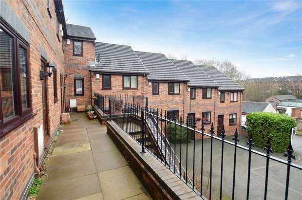 2 Bedrooms Flat for sale in Pownall Square, Macclesfield, Cheshire