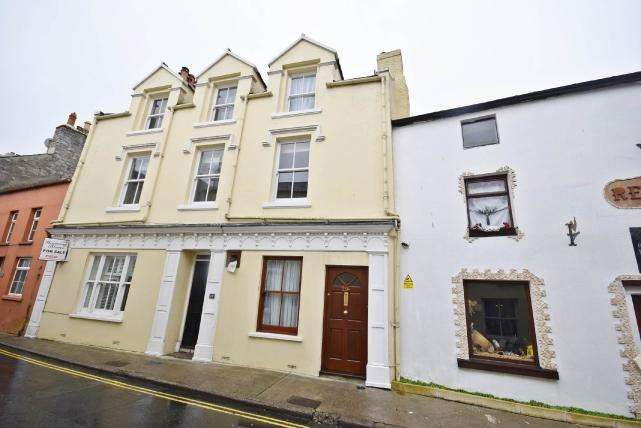 3 Bedrooms House for sale in Malew Street, Castletown, IM9 1AD