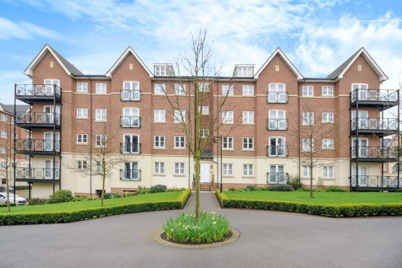 2 Bedrooms Apartment Flat for rent in Viridian Square, Aylesbury, HP21