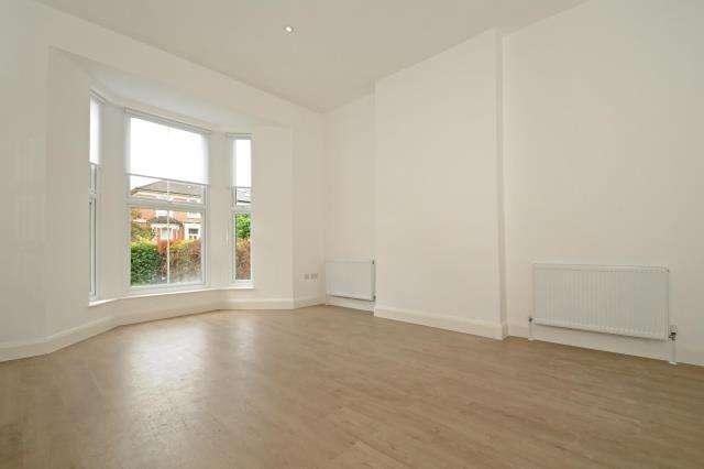 5 Bedrooms House for rent in Alexandra Grove, London, N12, N12