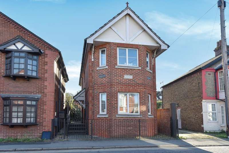 1 Bedroom Flat for sale in High Wycombe, Buckinghamshire, HP12