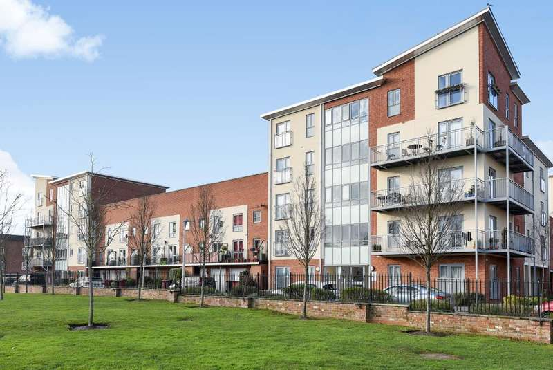 2 Bedrooms Flat for sale in Evesham House, Battle Square, Reading, RG30
