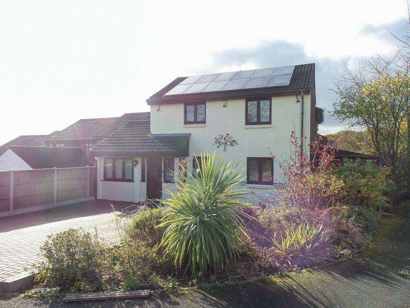 5 Bedrooms Detached House for sale in Paynters Mead, Basildon