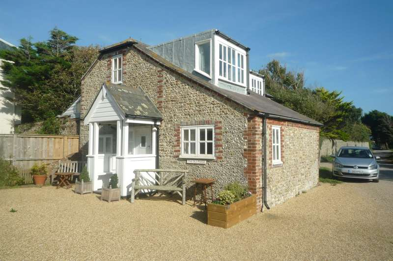2 Bedrooms Cottage House for rent in Cakeham Road, Chichester