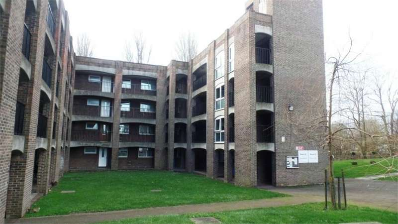 1 Bedroom Flat for sale in Harris Close, Hounslow