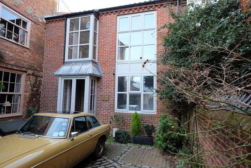 2 Bedrooms Link Detached House for rent in Kings Head Yard, Norwich, Norfolk