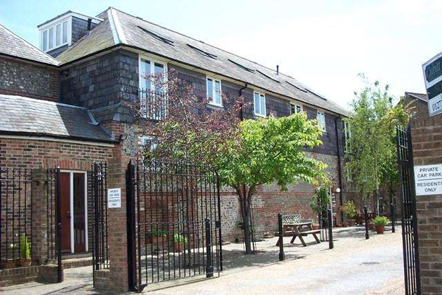 2 Bedrooms Flat for rent in Foundry Lane, Lewes