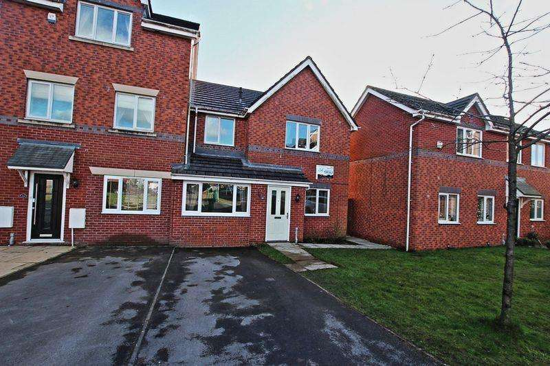 3 Bedrooms Semi Detached House for sale in Brownrigg Close, Middleton M24 4BU