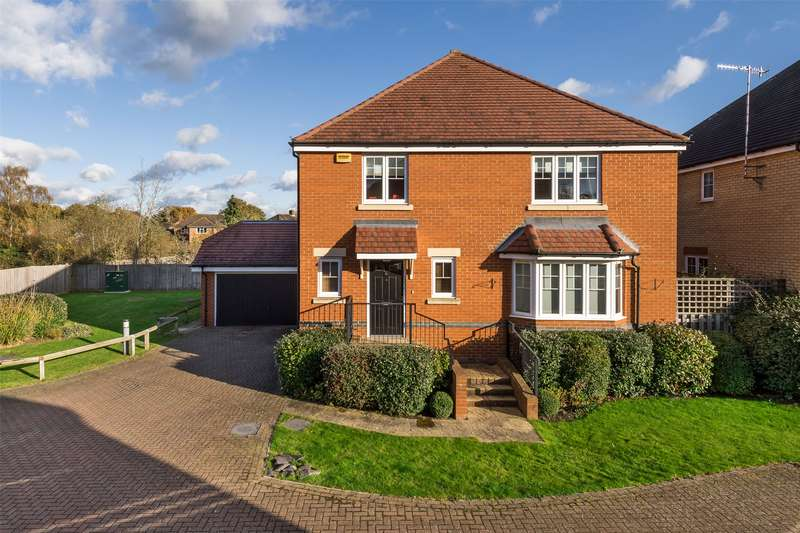 4 Bedrooms Detached House for sale in William Gardens, Smallfield, Horley, Surrey, RH6