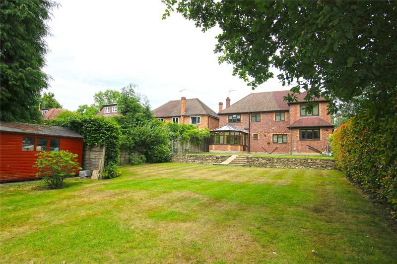 5 Bedrooms Detached House for sale in Oak End Way, Woodham, Surrey, KT15