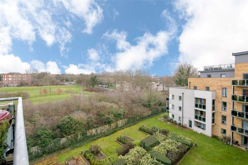 3 Bedrooms Flat for sale in Fitzgerald House, St. Georges Grove, London, SW17
