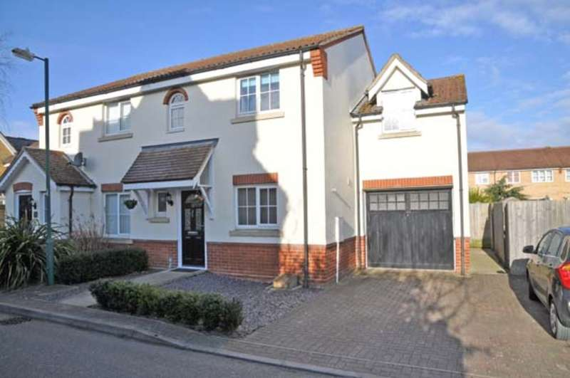 3 Bedrooms Semi Detached House for sale in Grantham Avenue, Great Notley, Braintree, CM77