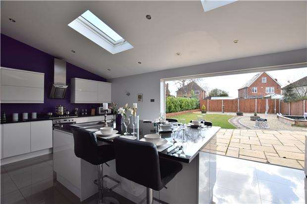 4 Bedrooms Detached House for sale in Estcourt Close, GLOUCESTER, GL1 3LP