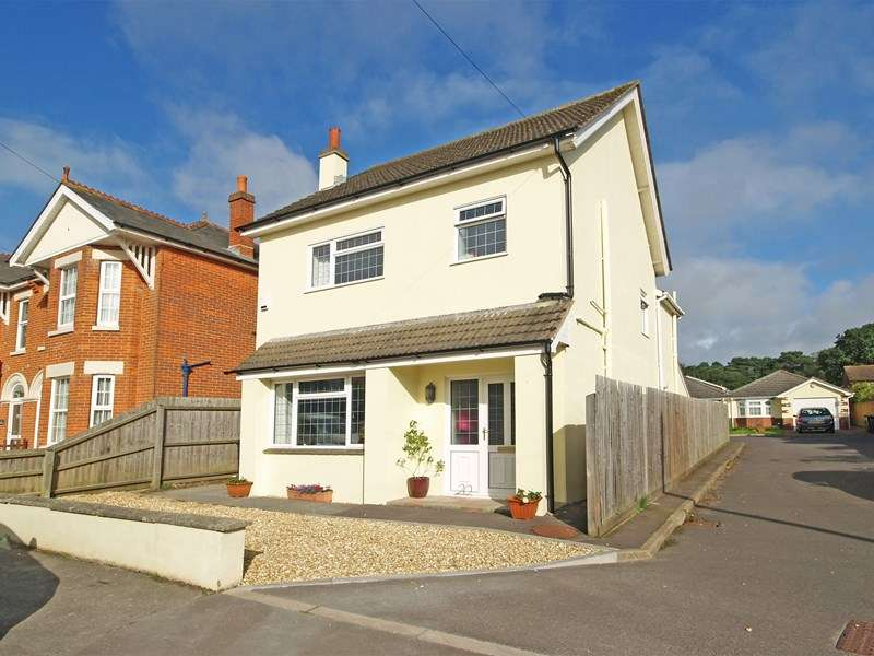 3 Bedrooms Detached House for sale in Glenville Road, Walkford, Christchurch