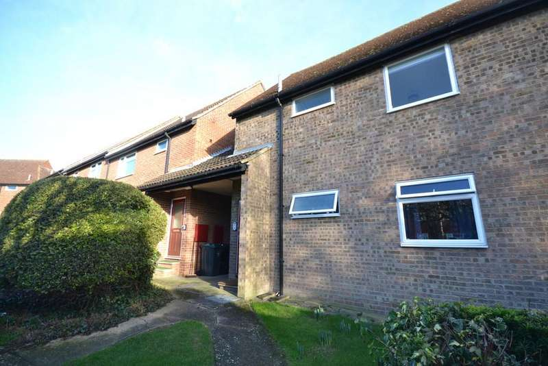 2 Bedrooms Apartment Flat for rent in De Bohun Court, Saffron Walden, CB10 2BA