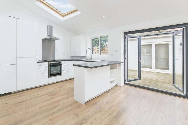 4 Bedrooms Terraced House for sale in Hassocks Road, Streatham, SW16
