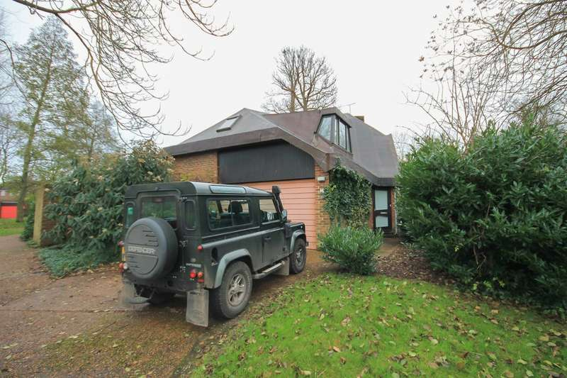 3 Bedrooms Detached House for rent in Michael Fields, Forest Row
