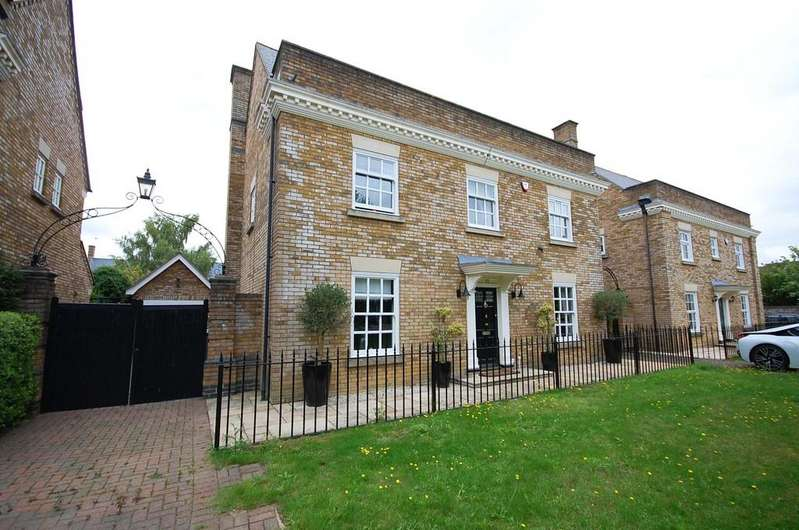 5 Bedrooms Detached House for sale in Wood Way, Great Notley, Braintree, CM77