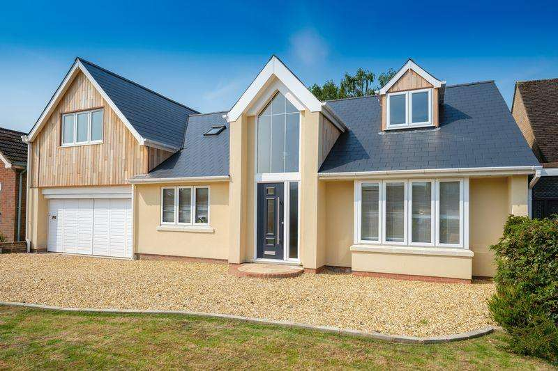 4 Bedrooms Detached House for sale in Cranmere Avenue, Tettenhall