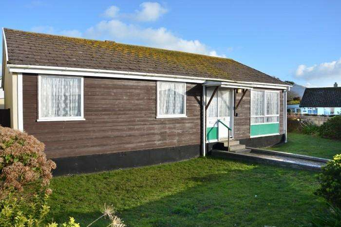 3 Bedrooms Bungalow for sale in 5 GIBBONS FIELDS, MULLION, TR12