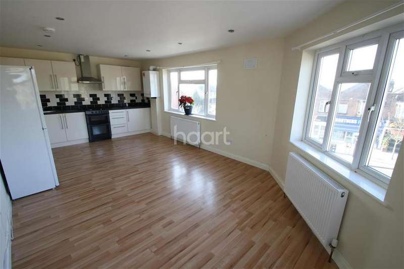 2 Bedrooms Flat for rent in Station Road - Gidea Park - RM2