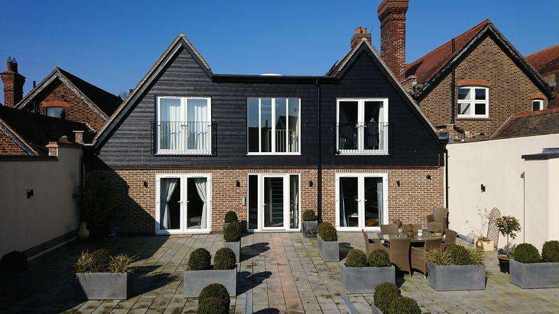 2 Bedrooms Apartment Flat for rent in Station Road West, Oxted