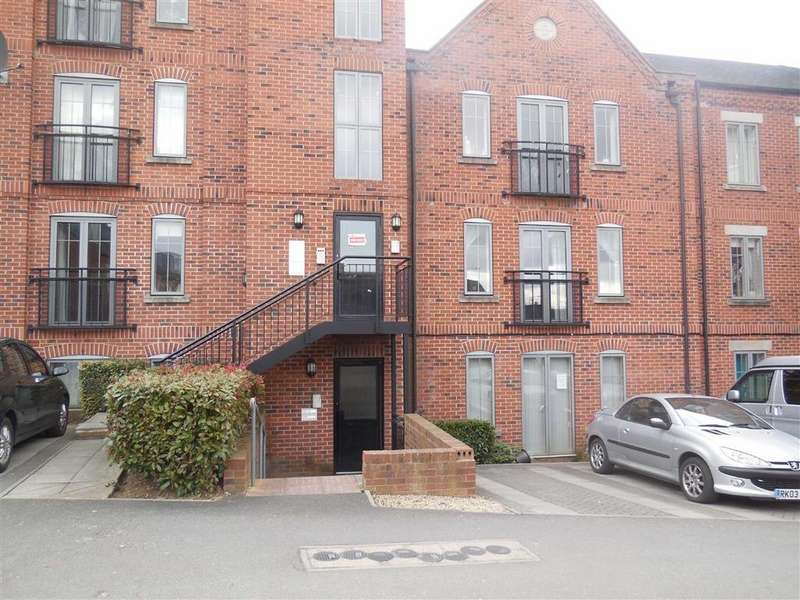 2 Bedrooms Flat for sale in Weavers Court, Trinity Lane, Hinckley