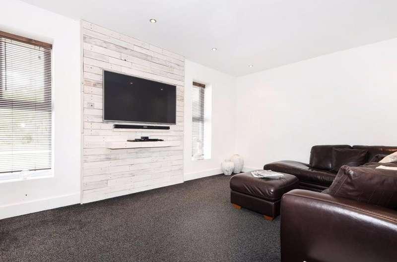 3 Bedrooms Bungalow for sale in Findon Avenue Saltdean East Sussex BN2