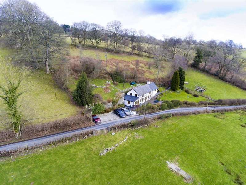 3 Bedrooms Detached House for sale in Waterfall Road, Llanrhaeadr YM