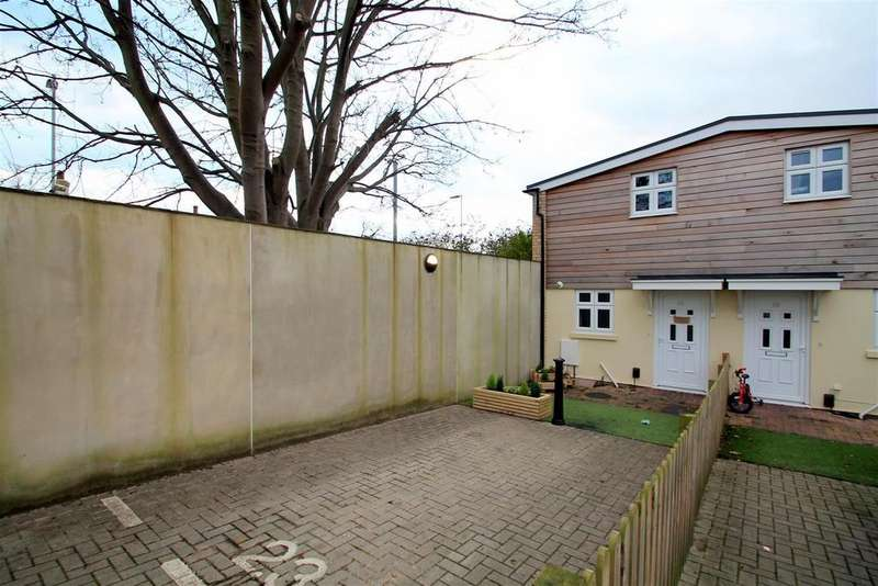 2 Bedrooms Semi Detached House for rent in St. Dunstans Road, Worthing