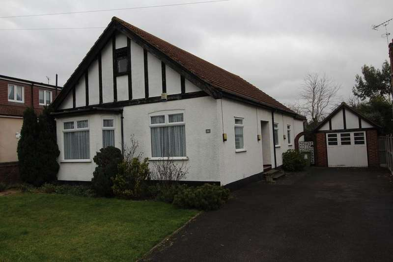 4 Bedrooms Detached Bungalow for sale in Grosvenor Gardens, Upminster, Essex, RM14